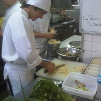 Chef haciendo la Mise in Place del día